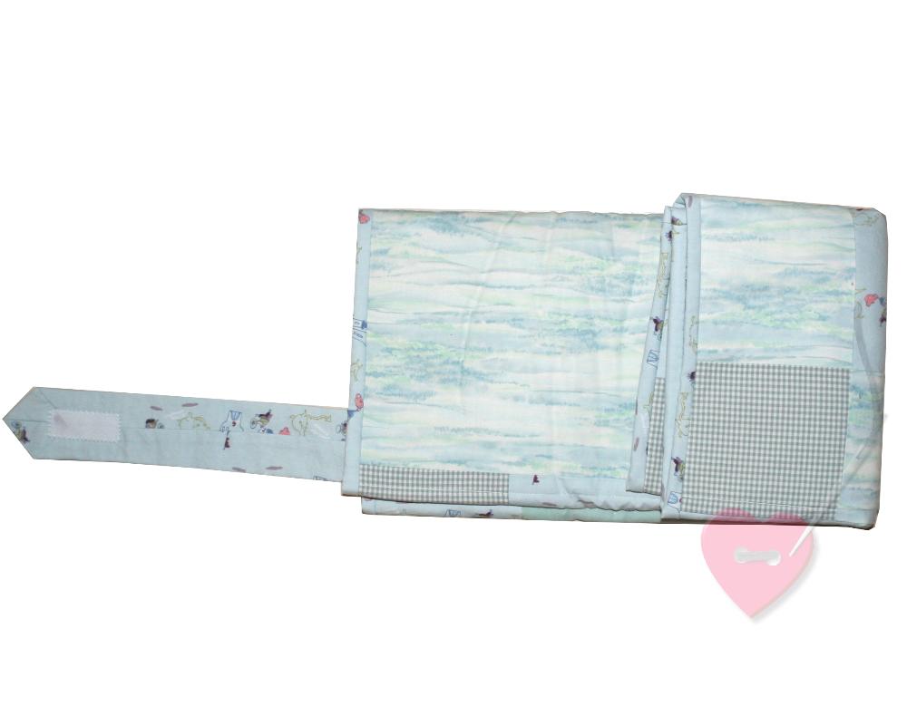 patchwork wickelauflage f r unterwegs mit kleinen rittern. Black Bedroom Furniture Sets. Home Design Ideas