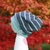 Handgefertigte Bio-Babymütze - Wende-Beanie mit frechem Kirschkern spuckenMotiv