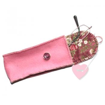 Schönes Etui aus rosafarbenem Wollfilz mit Blümchenfutter - für Brille, Stifte oder Stricknadeln