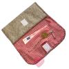 Geräumiger Geldbeutel aus naturgrauem Wollfilz mit aufgesticktem Hirschkopf Innenansicht