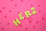 """Buchstabenhits für Kids 18mm - 2-Loch Knopf  """"H """" Beispielbild  """"Herz """""""