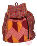 Handgenähter Patchwork-Rucksack in warmen Farben