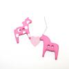 """Knopf  """"Dala-Pferdchen """" Pferdchen mit Punkten - 2-Loch Knopf 25mm Pink mit weißen Punkten"""